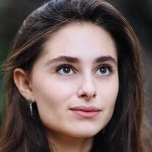 Esther Abrami